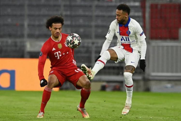 Neymar brilhou no primeiro confronto entre as equipes dando duas assistências (Foto: Christof Stache / AFP)
