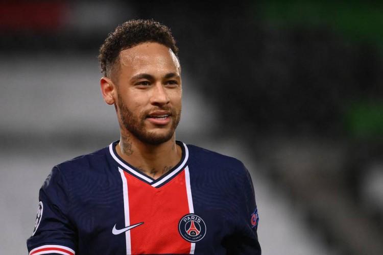 Neymar acertou três bolas na trave na derrota do PSG para o Bayern por 1 a 0 na volta das quartas de final da Champions. A equipe francesa avançou às semifinais no critério do gol fora de casa (Foto: AFP)