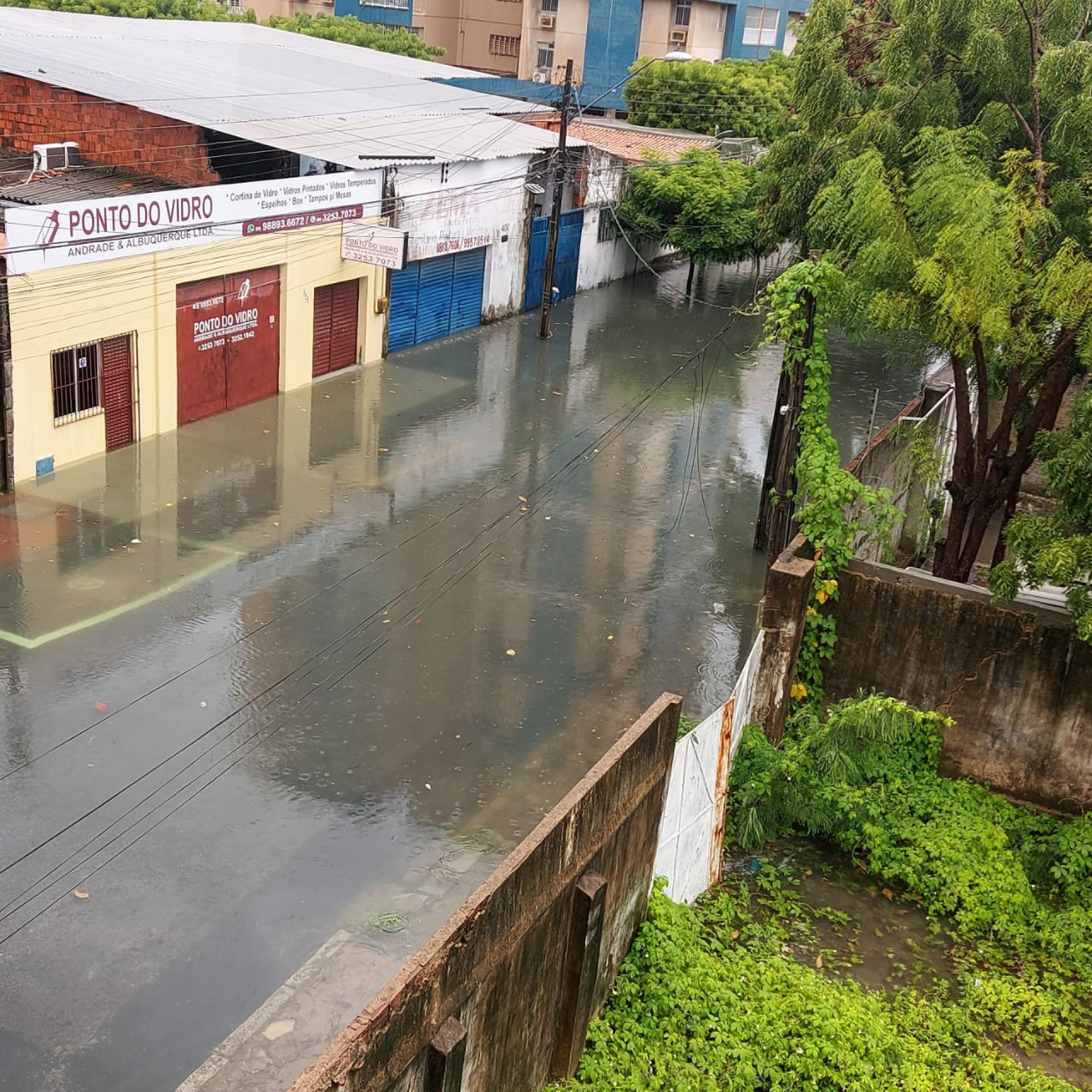 Rua J. da Penha fica próxima ao Rio Pajeú, hoje praticamente soterrado