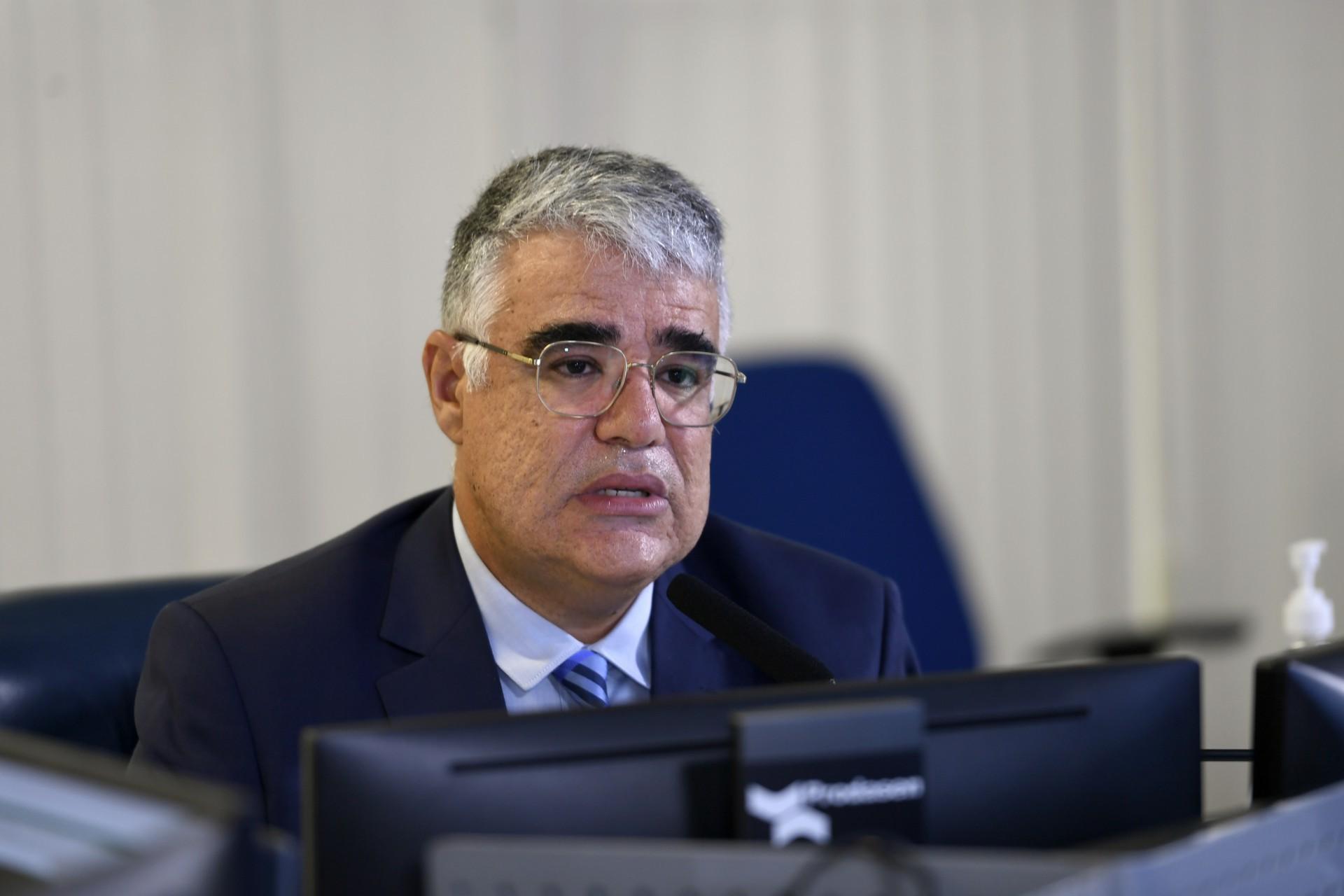 Luís Eduardo Girão vai disputar comando da CPI da Covid-19