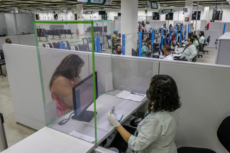 No Vapt Vupt do Antônio Bezerra, população precisa realizar o agendamento, escolhendo data e horário desejados e disponíveis para atendimento presencial (Foto: FCO FONTENELE)