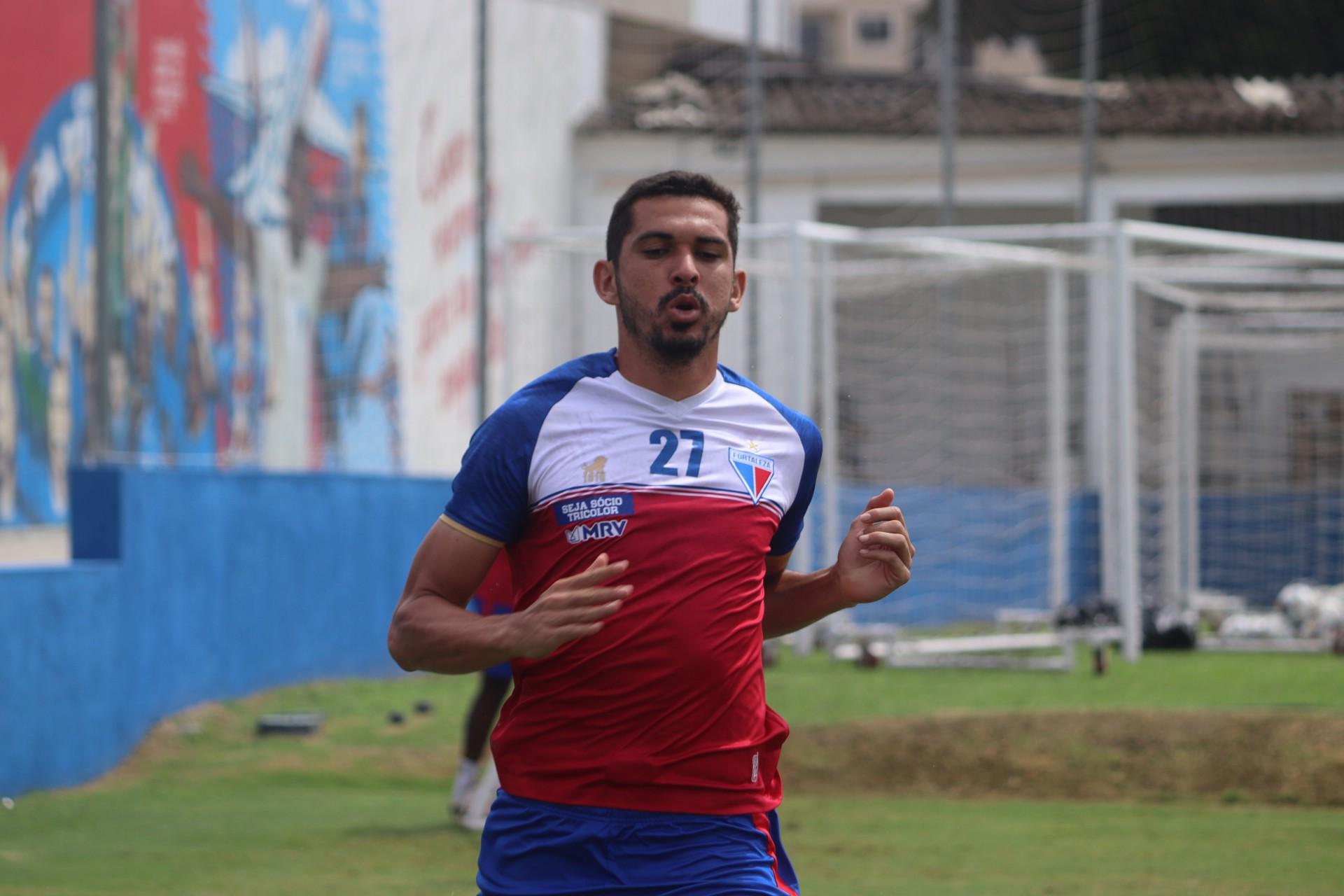 Lateral-esquerdo Bruno Melo em treino do Fortaleza no Centro de Excelência Alcides Santos, no Pici
