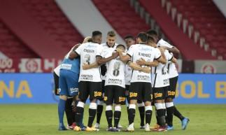 Corinthians e São Bento duelam às 20 horas de hoje, sexta, 16 de abril (16/04), pelo Campeonato Paulista 2021, em jogo que terá transmissão na TV paga. Confira onde assistir ao vivo