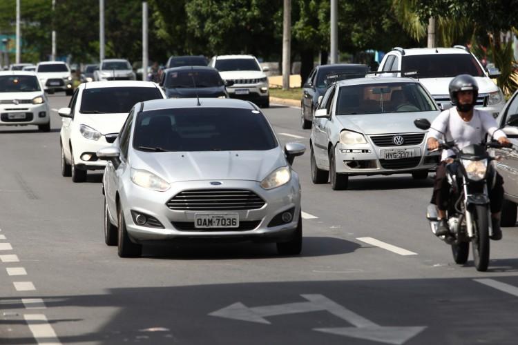 IPVA de 2022 no Ceará terá desconto de até 5% para motoristas cadastrados no programa Sua Nota Tem Valor, podendo acumular com 5% do pagamento em cota única; saiba como ganhar desconto (Foto: FABIO LIMA)