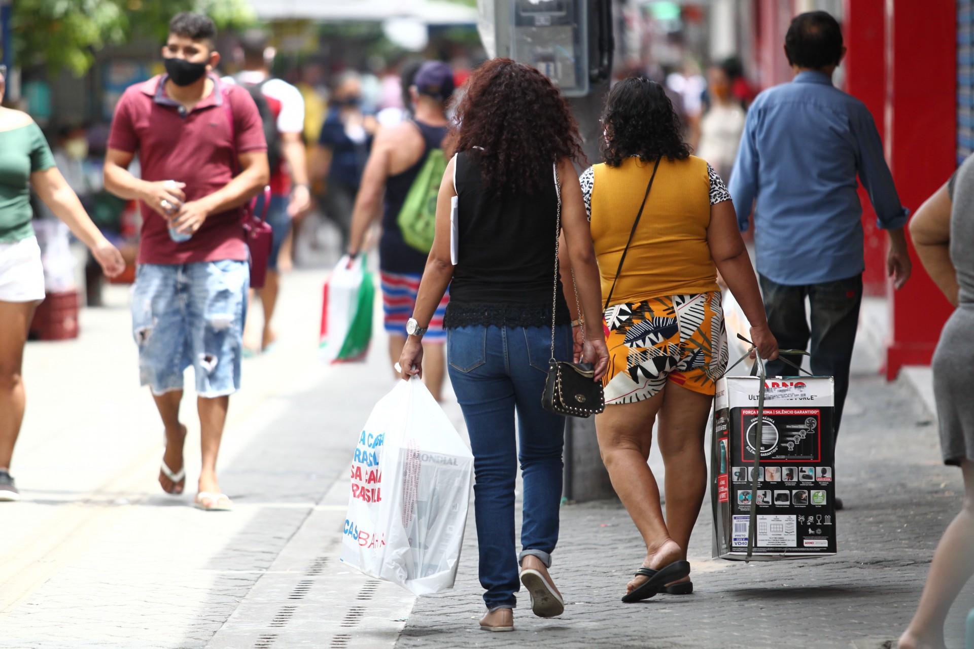 Movimentação no comércio na primeira semana da retomada pós-lockdown no Centro de Fortaleza
