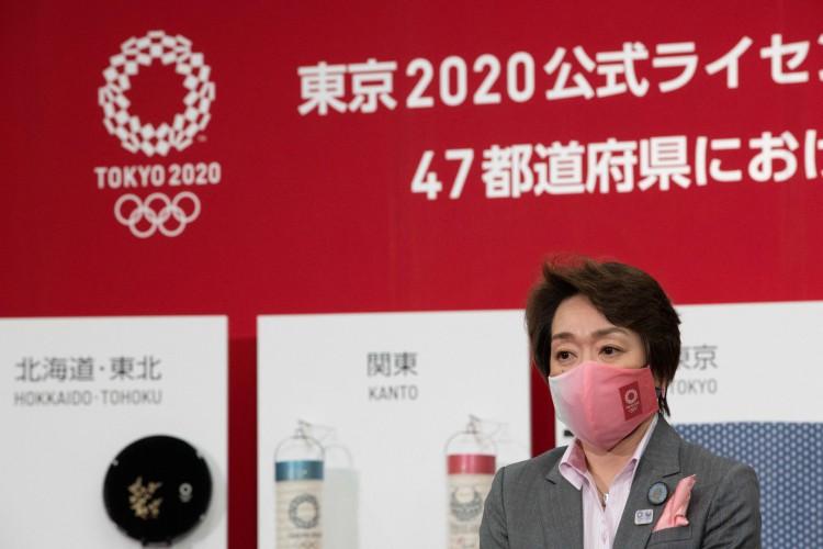 A presidente do Comitê Organizador das Olimpíadas de Tóquio 2020, Seiko Hashimoto, participa de um evento para a imprensa (Foto: Yuki IWAMURA / AFP)