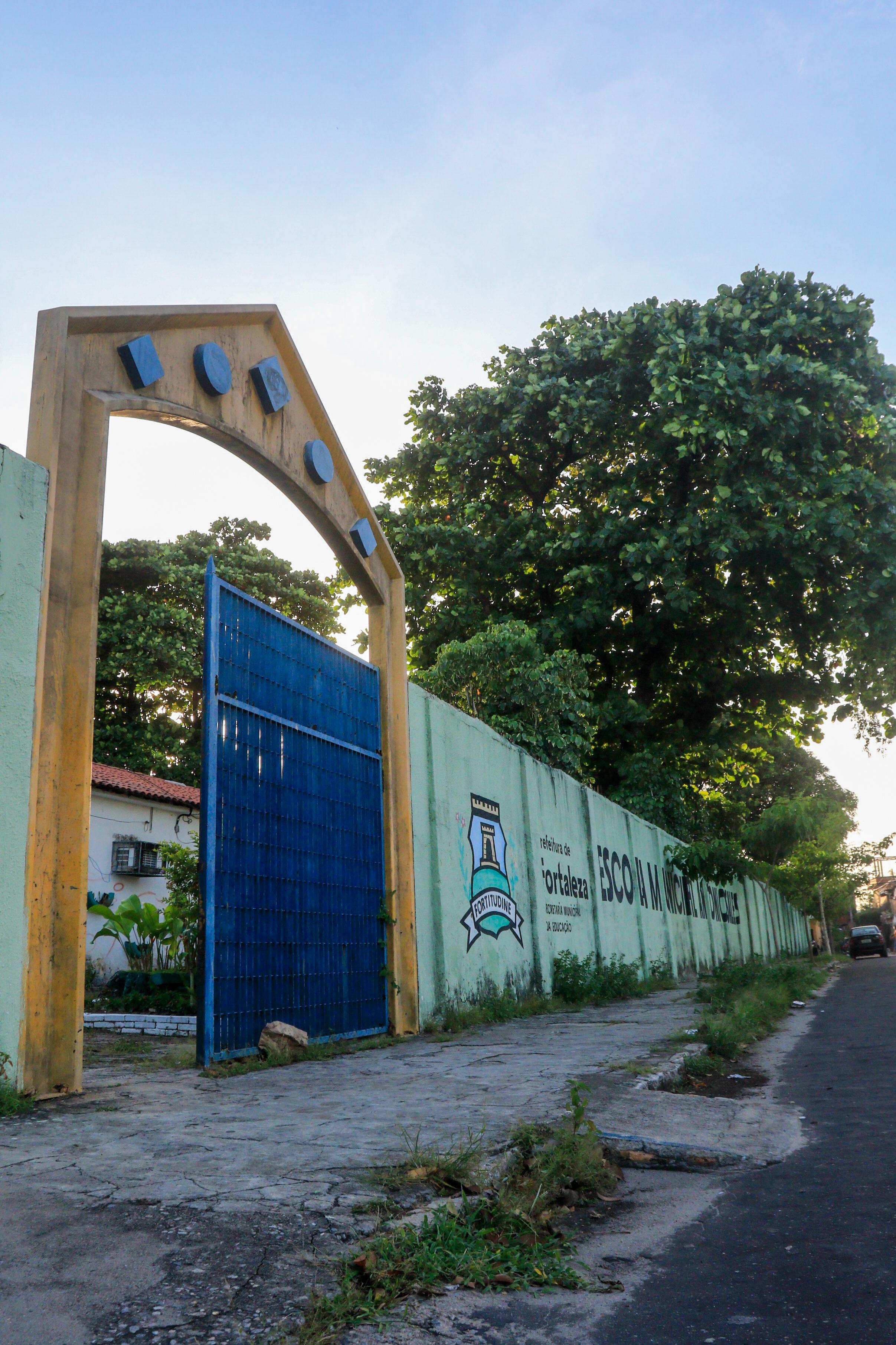 Escola Municipal Antonio Sales, na rua Tavares Iracema, 675, no bairro Rodolfo Teófilo: sem aulas presenciais, o blog se tornou espaço de trocas(Foto: BARBARA MOIRA)