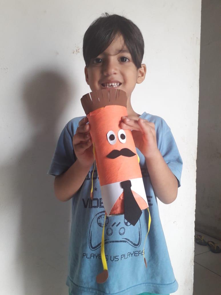 Eike Ryan, estudante de Cicera Rosely, constrói boneco de lata durante aulas remotas(Foto: Arquivo pessoal/ Cicera Rosely)