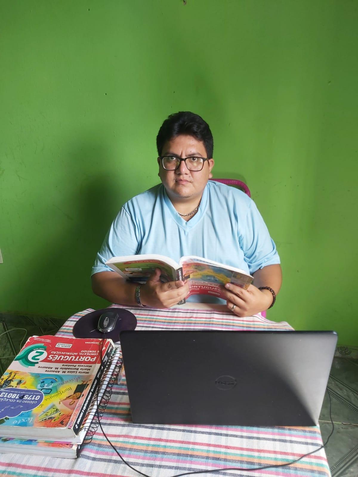 Professor Diego de Souza no local de trabalho(Foto: Arquivo pessoal)
