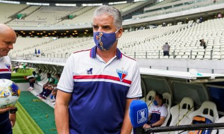 Auxiliar técnico Luís Fernando Flores concede entrevista antes do jogo Fortaleza x CSA, na Arena Castelão, pela Copa do Nordeste
