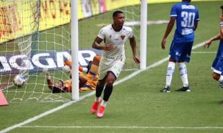 David comemora gol marcado pelo Fortaleza diante do CSA no Castelão. Partida válida pela Copa do Nordeste 2021.