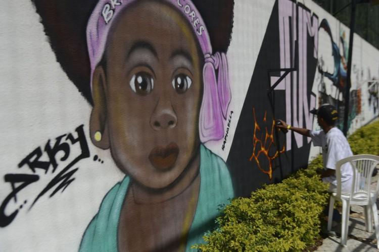 Grafiteiros do Distrito Federal, participam do projeto Brasil em Cores que além do Graffiti realiza ainda outros elementos da cultura hip hop(José Cruz/Agência Brasil) (Foto: ABR)
