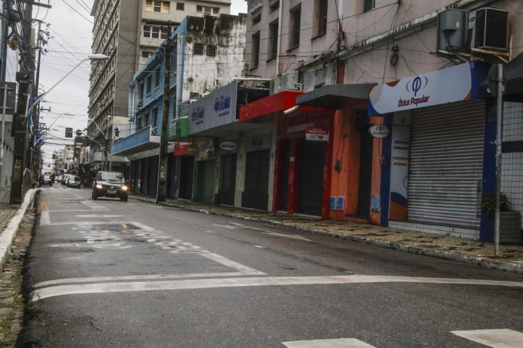 Lojas de rua não podem funcionar nos fins de semana (Foto: Thais Mesquita)