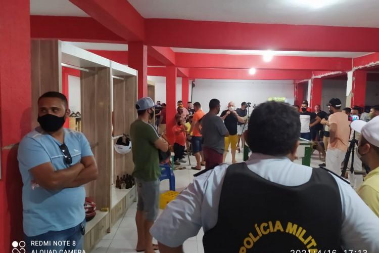 Aglomeração com 70 pessoas em Iguatu. (Foto: Divulgação/PMCE)