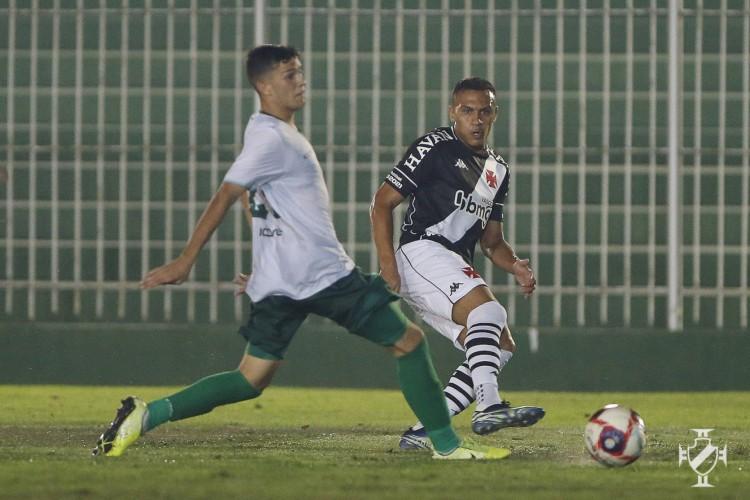 Jogadores disputam bola no jogo Boavista x Vasco da Gama, pelo Campeonato Carioca (Foto: Rafael Ribeiro/Vasco)