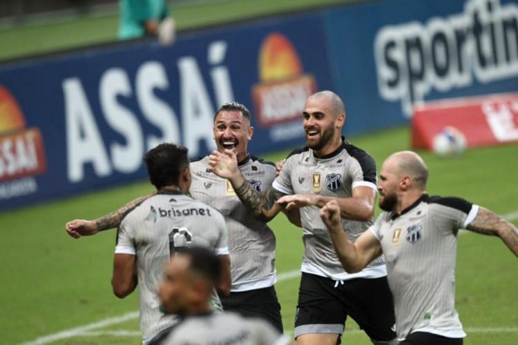Jogadores do Ceará comemoram gol diante do Sampaio Corrêa pelas quartas de final da Copa do Nordeste 2021.  (Foto: Fábio Lima/O POVO)