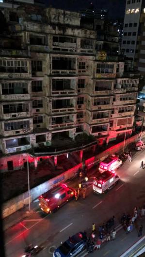 Polícia Militar, Samu e Bombeiros estiveram no local nesta noite. (Foto: Via WhatsApp O POVO)