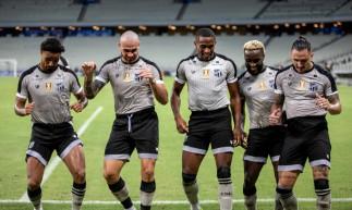 Jogadores comemoram gol com coreografia no jogo Ceará x Sampaio Corrêa, na Arena Castelão, pela Copa do Nordeste