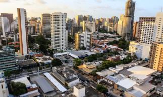 FORTALEZA, 08-01-2021: Fotos de placas de vende-se e aluga-se e vista aerea de apartamentos de cidade representativas ao mercado imobiliario e ao IPTU. Aldeota, Fortaleza. (foto: Barbara Moira/ O POVO)