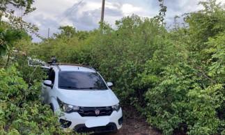 Homem é encontrado dentro de seu carro morto, na Caponga