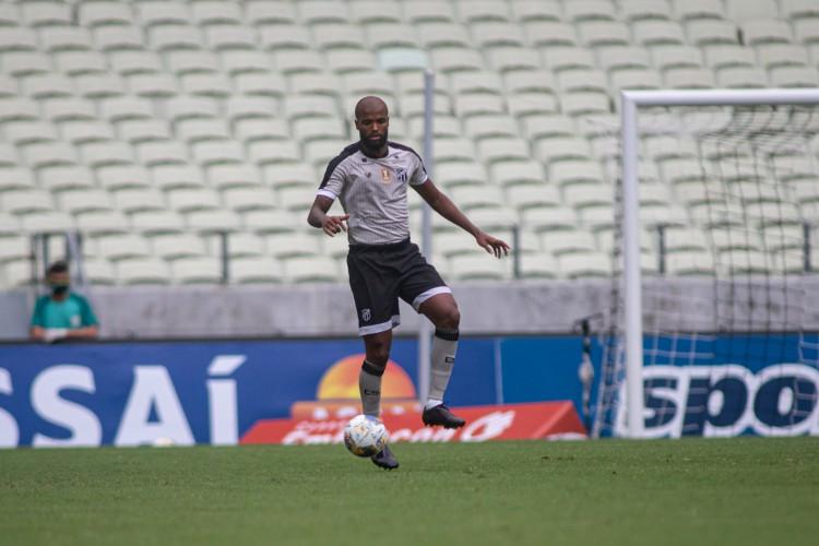 Zagueiro Messias será titular do Ceará no jogo de hoje diante do Bahia pelo Campeonato Brasileiro; veja como assistir à transmissão ao vivo (Foto: Stephan Eilert/CearaSC)