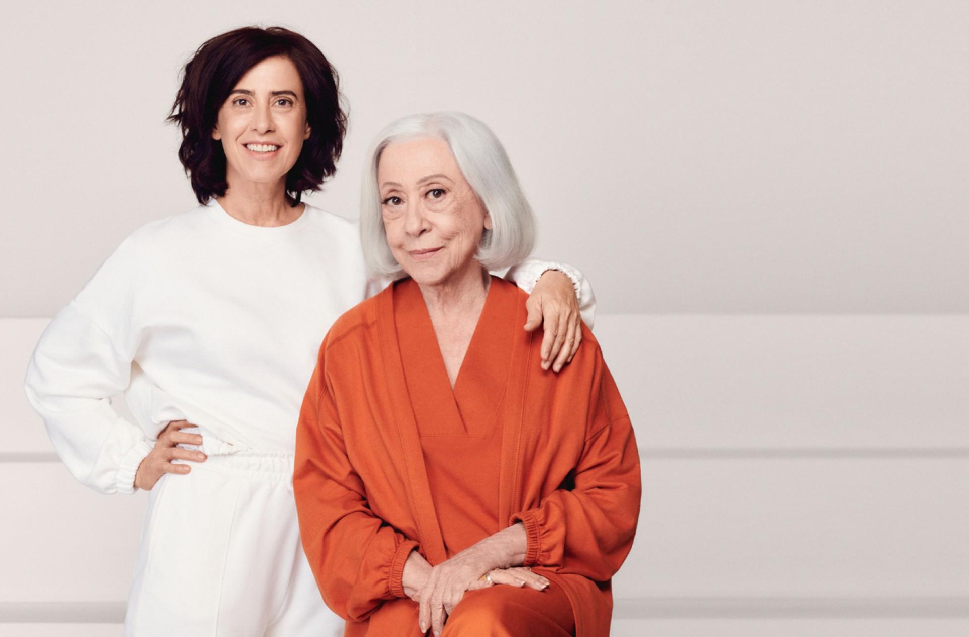 A dupla se junta a outras mães para apresentar as novidades da marca