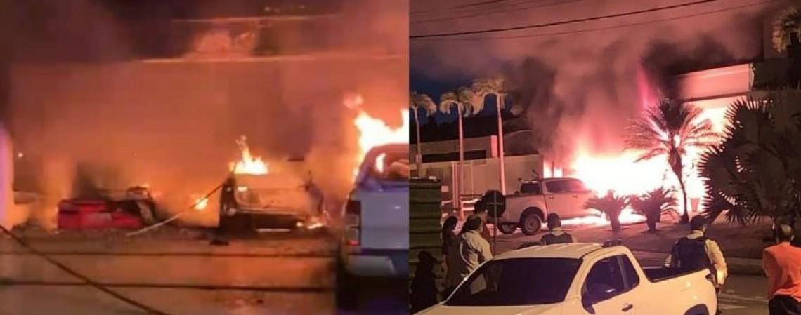 Ao menos 3 veículos da residência pegaram fogo  (Foto: Corpo de Bombeiros/Reprodução)
