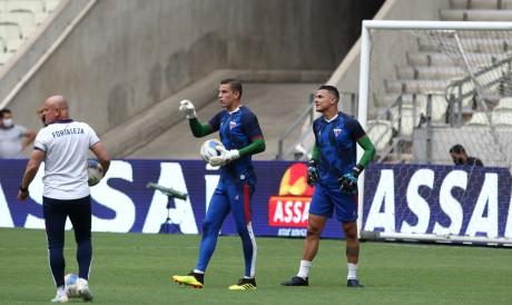 Marcelo Boeck e Felipe Alves disputam posição no gol do Fortaleza