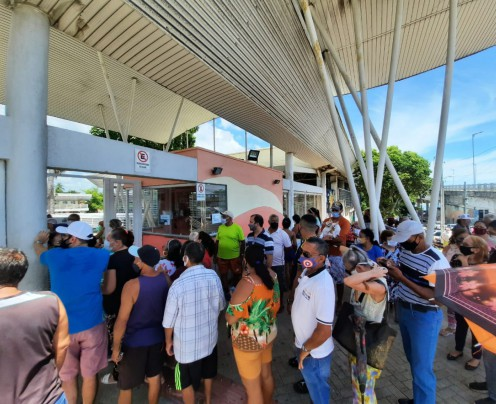 Cuca da Barra tem fila e aglomeração por vacina