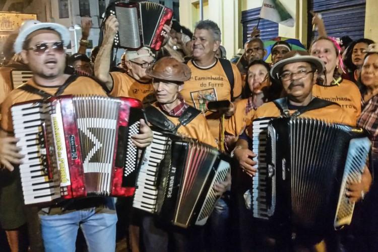 Recife - Cícero da Sanfona, 75 anos, conhecido por tocar a sanfona apoiado no topo da cabeça. (Sumaia Villela/Agência Brasil) (Foto: Sumaia Villela/Agência Brasil)