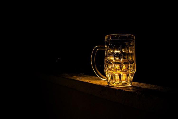 Homem é preso suspeito de contaminar cerveja de companheira  (Foto: Reprodução/ Pixabay)