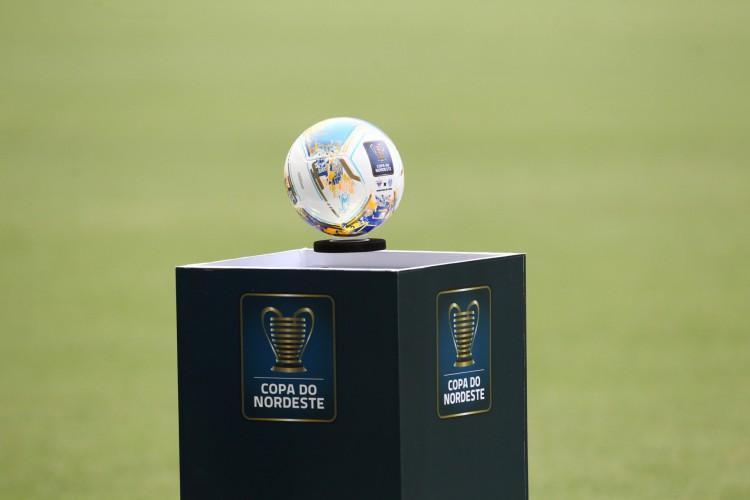 Entre os jogos de futebol de hoje, 24, estão as semifinais da Copa do Nordeste, que serão disputadas em rodada dupla na Arena Castelão (Foto: FABIO LIMA)
