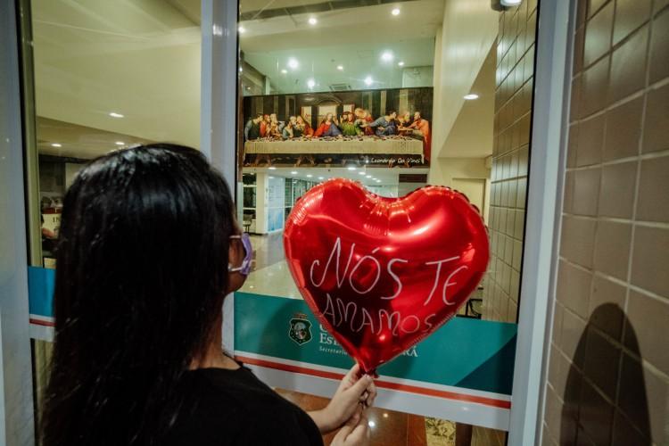 FORTALEZA, CE, BRASIL, 19-04-.2021: Mensagem a pessoas internadas com Covid-19 no Hospital Estadual Leonardo da Vinci  (Foto: JÚLIO CAESAR)