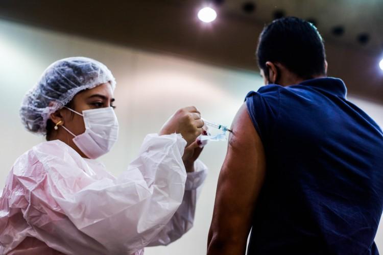 Na Capital, a segunda fase da campanha de imunização contra o coronavírus está ocorrendo de forma gradual e escalonada desde 22 de março último (Foto: Thais Mesquita)