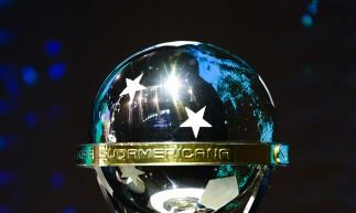 Taça da Copa Sul-Americana 2021 (Foto: Staff Images/ CONMEBOL)