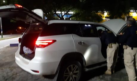Carro roubado apreendido com foragido da Justiça da Bahia em São Gonçalo do Amarante