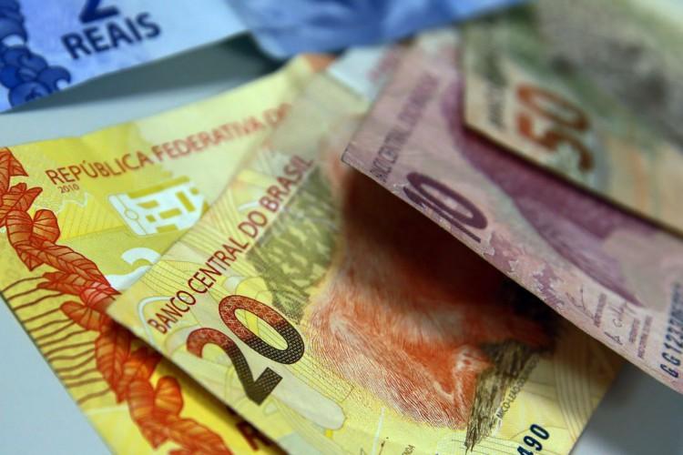 O benefício no valor de R$ 200 será pago em duas parcelas (Foto: Marcello Casal JrAgência Brasil)