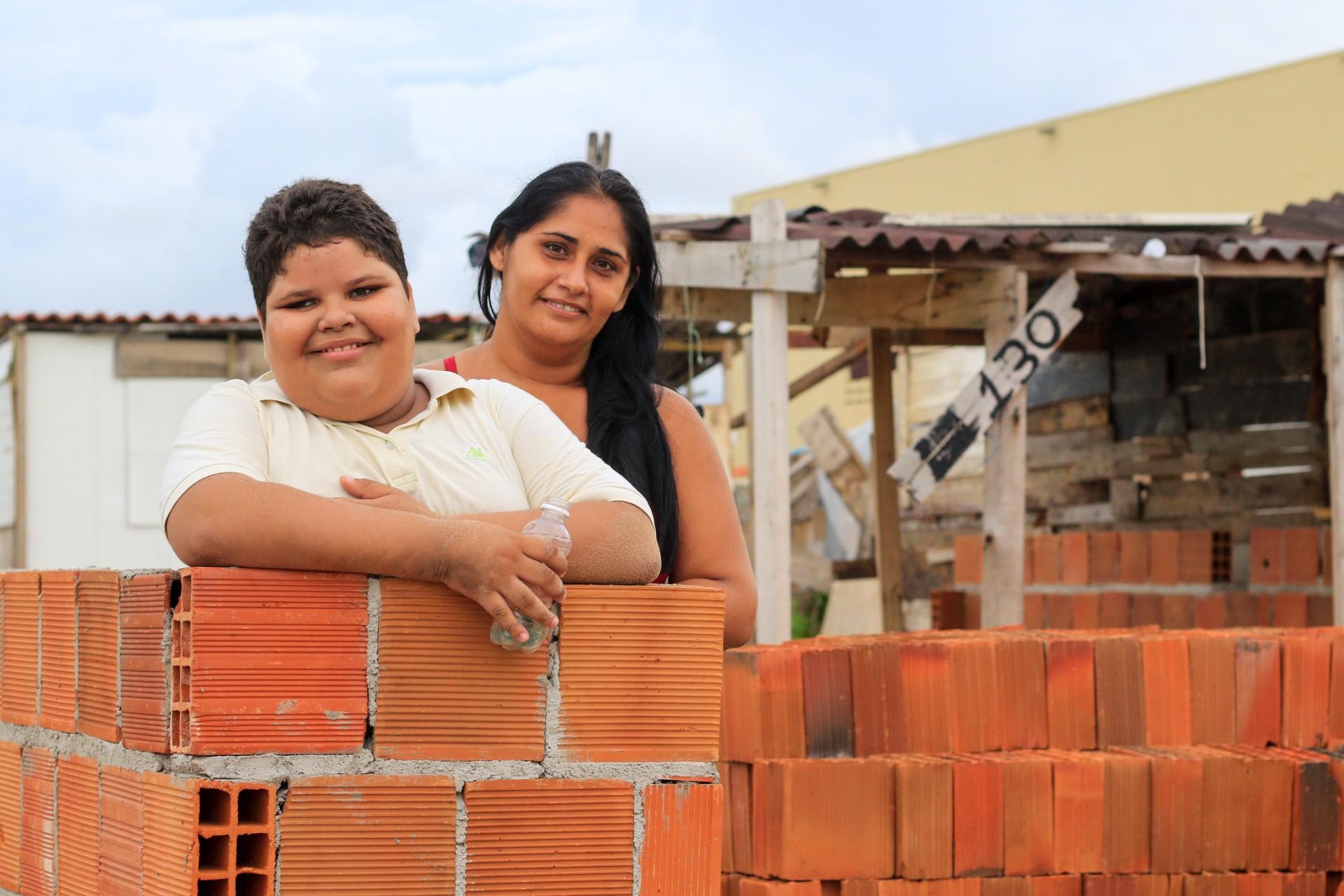 Ângela Maria Alves dos Santos, 37, construiu sua moradia na ocupação