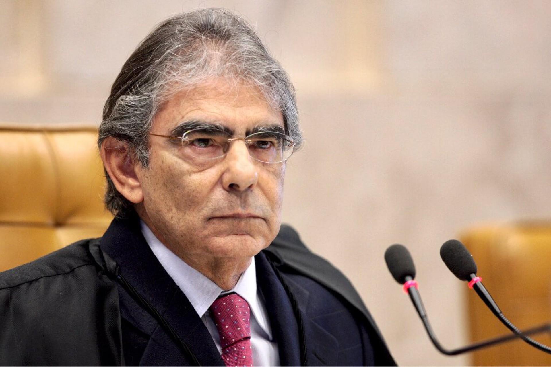 Ex-presidente do STF encerra o III Encontro de Defensoras e Defensores do Ceará