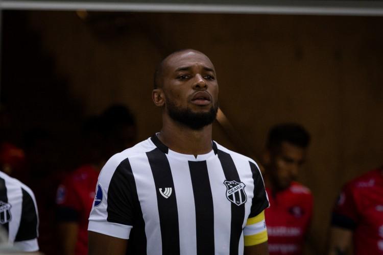 Zagueiro Luiz Otávio ainda não se recuperou de entorse no tornozelo (Foto: Fausto Filho / Ceará SC)