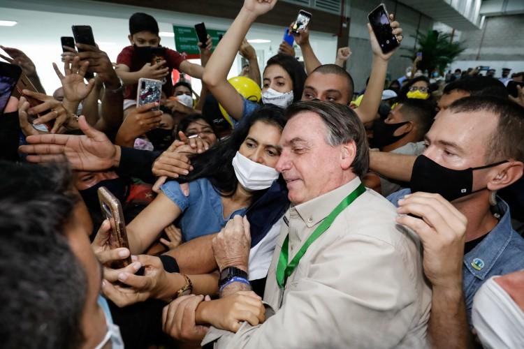 Bolsonaro provoca aglomerações durante cerimônia de Inauguração do Pavilhão de Feiras e Exposições do Centro de Convenções do Amazonas (Foto: Alan Santos/PR)