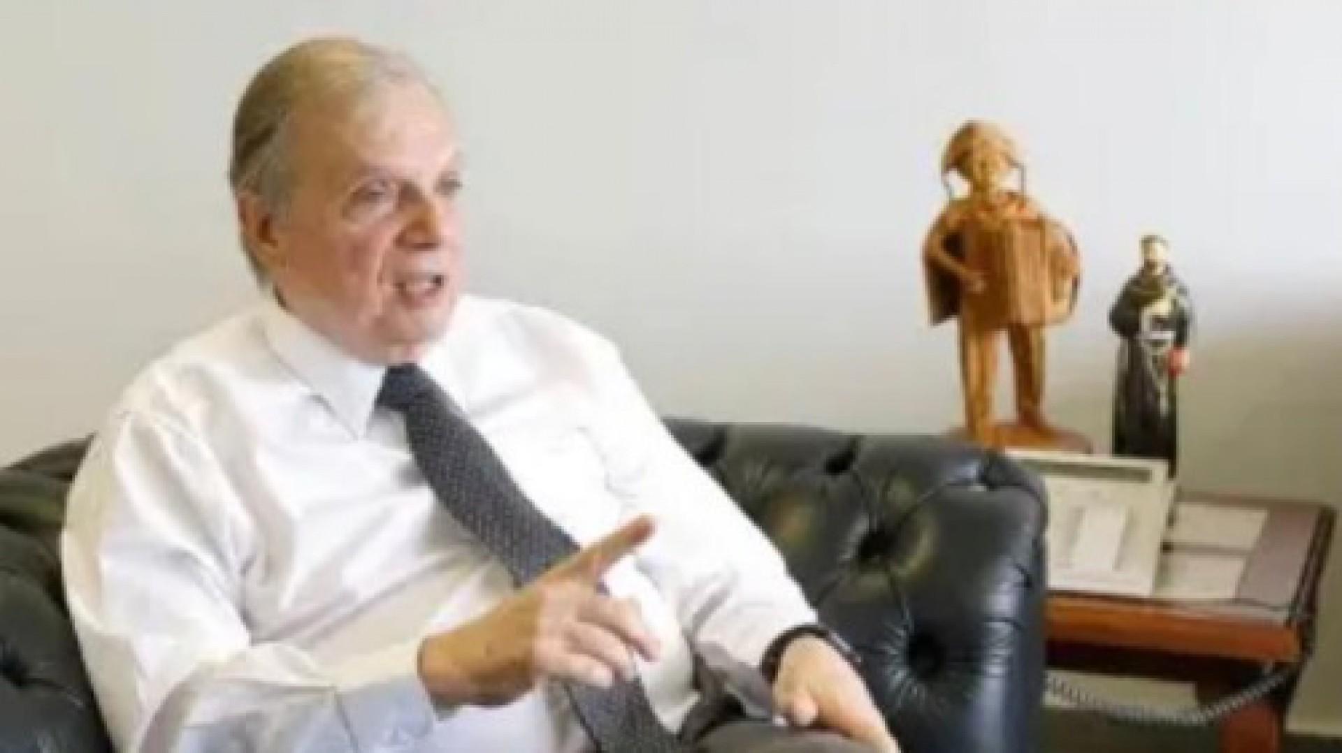 Tasso tem enorme qualidade como homem público, aponta Eduardo Leite