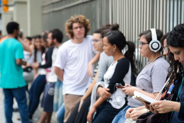Rio de Janeiro - Estudantes chegam ao Colégio Santo Inácio, em Botafogo, zona sul da capital fluminense, para o segundo dia de provas do Enem 2016. (Tomaz Silva/Agência Brasil) (Foto: Tomaz Silva/Agência Brasil)