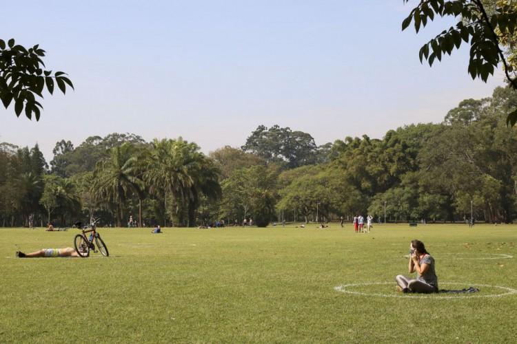 Lazer no Parque do Ibirapuera após a flexibilização do isolamento social durante a pandemia de covid-19. (Foto: Rovena Rosa/Agência Brasil)