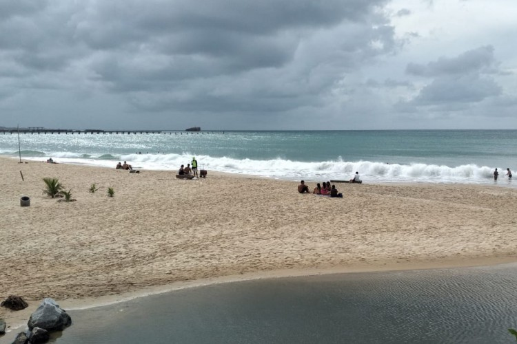 Movimentação na Beira Mar é fraca, mas ainda existente durante o isolamento social rígido. (Foto: Catalina Leite)