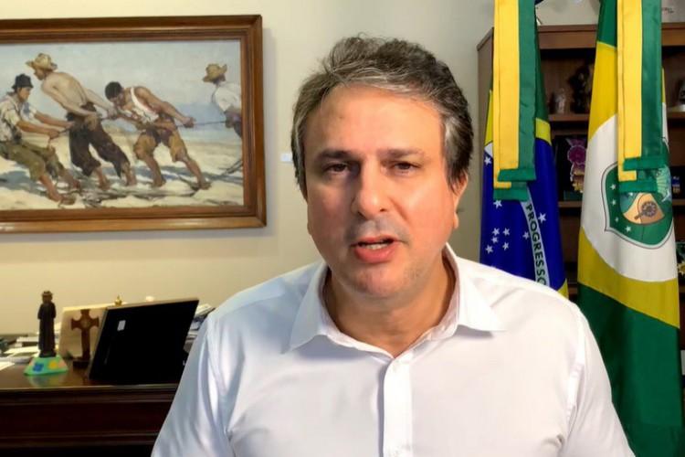 Em entrevista à Globo News, governador do Ceará, Camilo Santana (PT), relatou a dificuldade de diálogo com o Governo Federal para executar a vacinação contra a Covid-19 (Foto: Reprodução)
