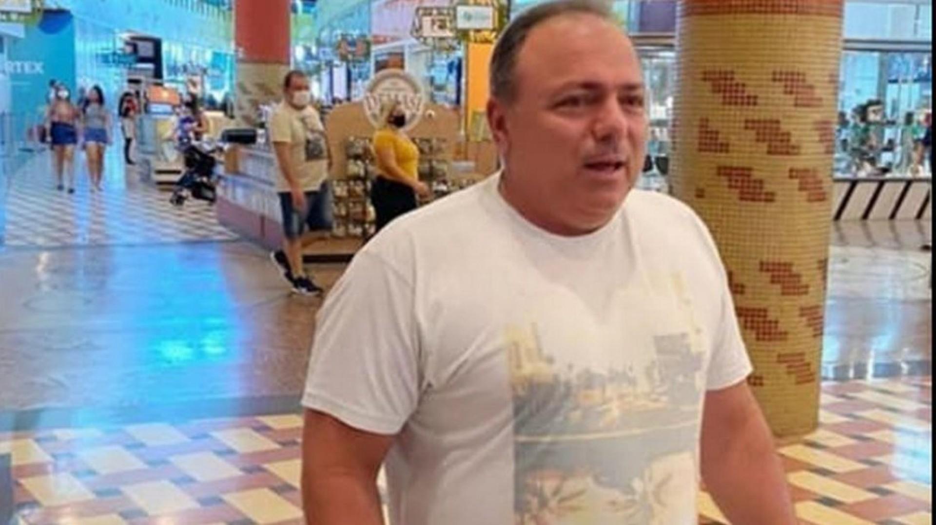 GENERAL foi flagrado sem máscara semana passada em um shopping em Manaus (Foto: Jaqueline Bastos/Arquivo Pessoal)