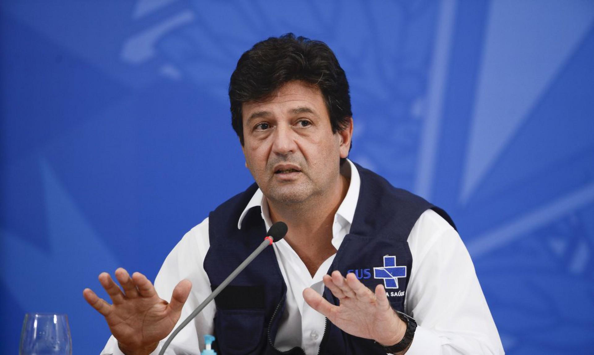 O ministro da Saúde, Luiz Henrique Mandetta, durante a coletiva de imprensa sobre à infecção pelo novo coronavírus (Foto: Marcello Casal JrAgência Brasil)