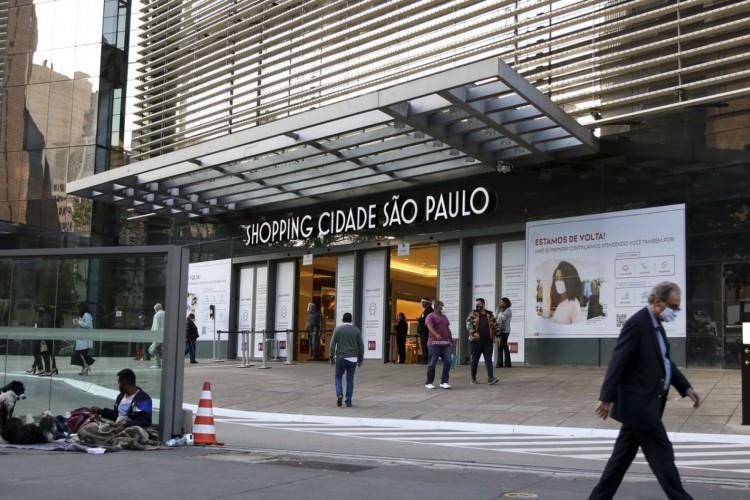 Movimentação no comércio de São Paulo após reabertura. (Foto: Rovena Rosa/Agência Brasil)