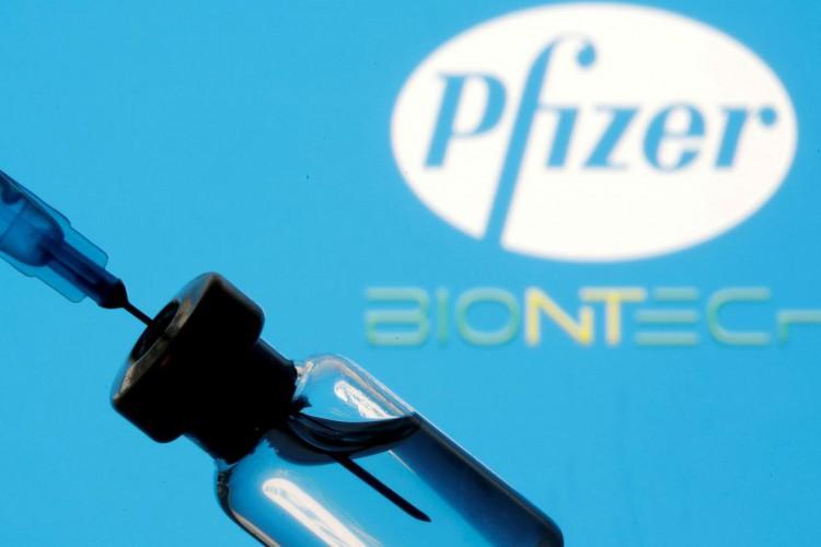 Primeiro lote de vacinas da Pfizer chega amanhã ao Brasil (Foto: )